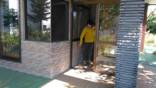 entrance2-min